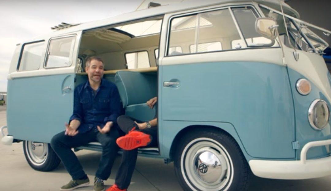 La clásica furgoneta Volkswagen T1 Kombi ya tiene su versión eléctrica