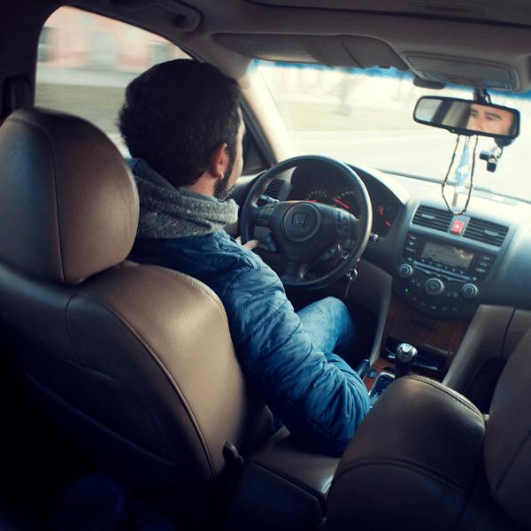 La posición adecuada al volante: ¡Siéntate como es debido!