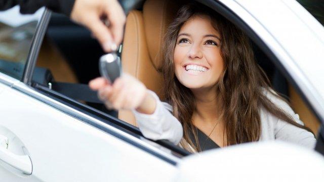 8 consejos para ahorrar con un alquiler de coche barato