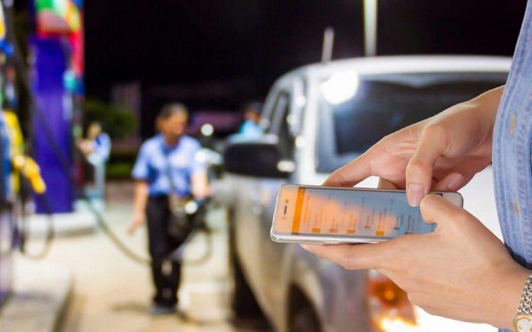 Móvil en las gasolineras: ¿Usarlo es un peligro?
