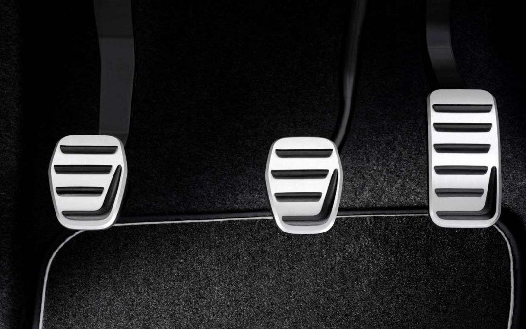 Los pedales del coche: Tus aliados al volante