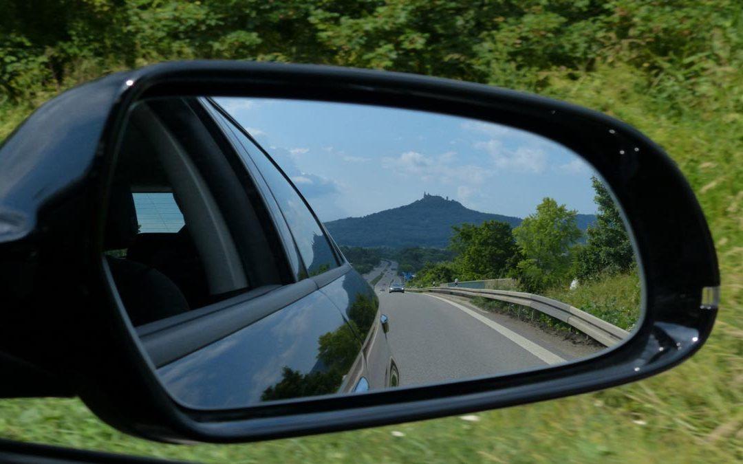 Uso de los retrovisores: ¡No pierdas de vista la carretera!