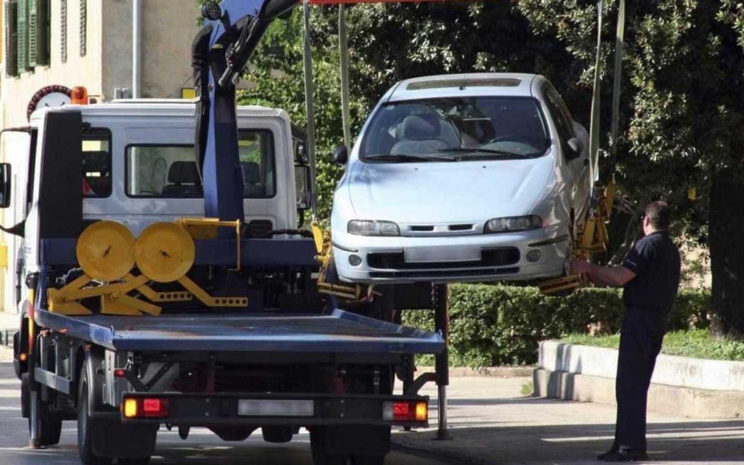 ¿Cuándo se puede llevar tu coche la grúa?